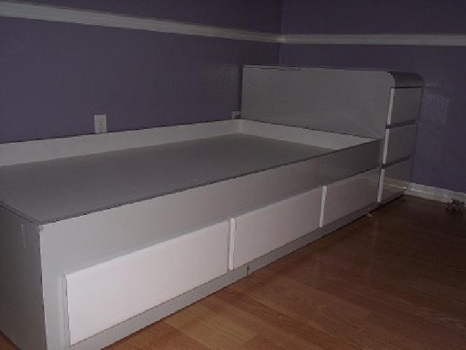 100 obo kids twin platform bed and desk lots of storage for sale in trinity florida. Black Bedroom Furniture Sets. Home Design Ideas