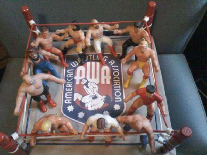 $100 WWF wrestling thumb figures & Ring