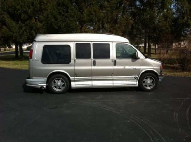 10900 2002 GMC Savana Explorer Limited SE Hi Top Conversion Van