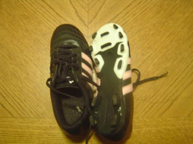 $10 size 2 Girls Soccer Shoes