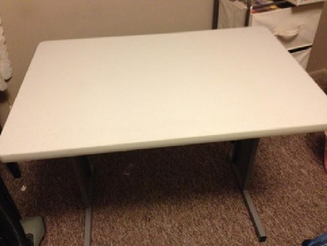 $10 Table