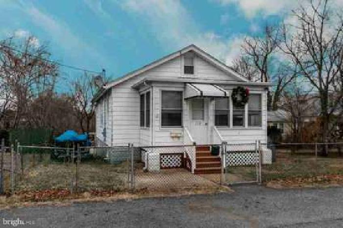 119 E Summit Ave Wilmington Two BR, Great starter home!