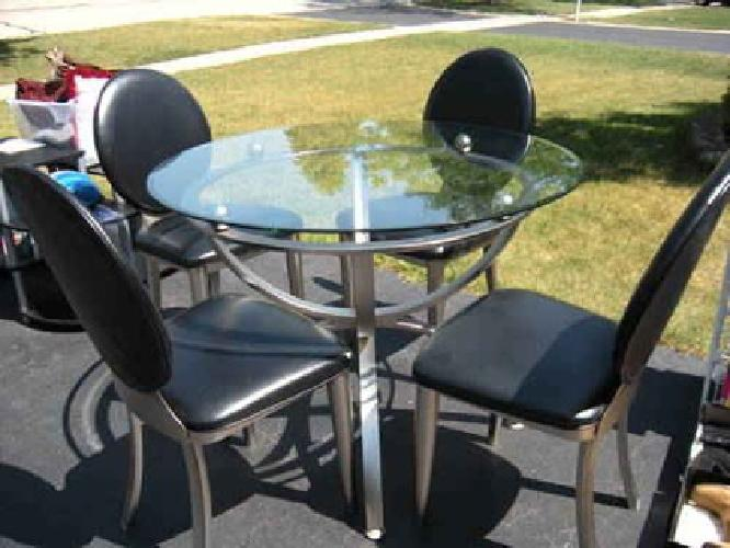 $120 Used Dining Table w/4 leather (eco) Chairs