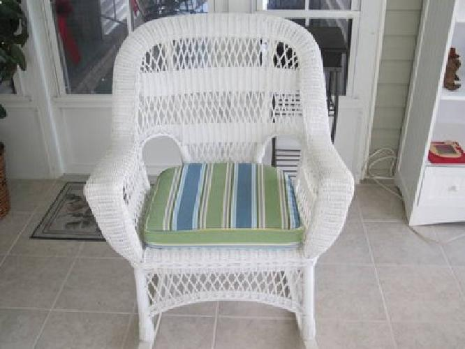 120 Used White Wicker Rocking Chair For Sale In Punta