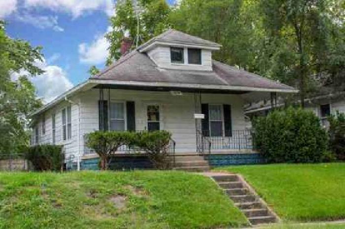 1229 N Adams South Bend, Cute Two BR home in move in
