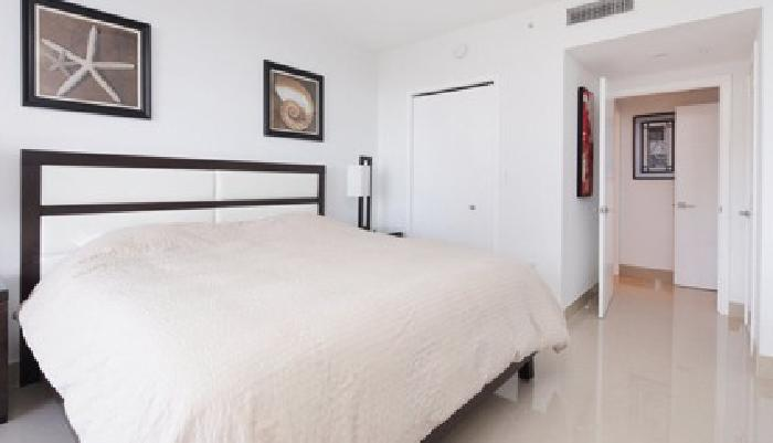 $125, 2br, Luxury Tropical Beach House San Diego | Guestnest