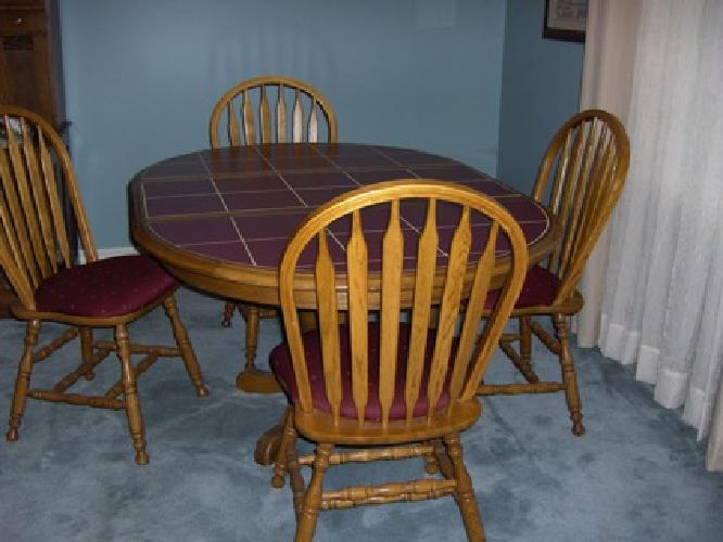 125 Oak Kitchen Table W Ceramic Inlay Top And 4 Chairs