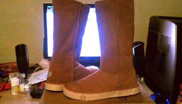 $130 Sneaker Ugg Boots NEW