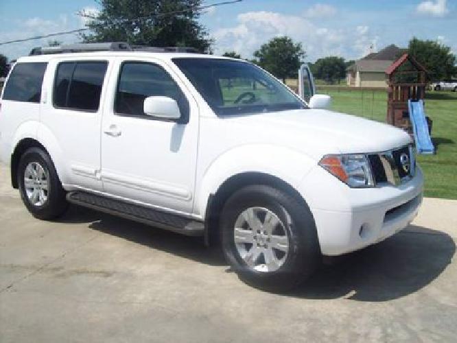 $14,995 2005 Nissan Pathfinder Le