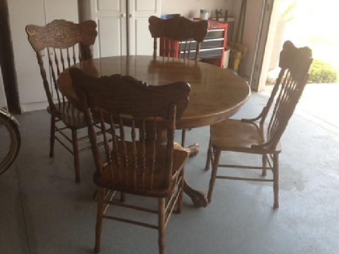 $150 For Sale Round kitchen table with four chairs for