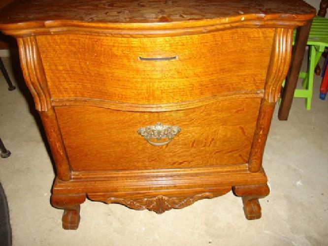 Lexington Victorian Sampler Collection Commode/2 Drawer Nightstand