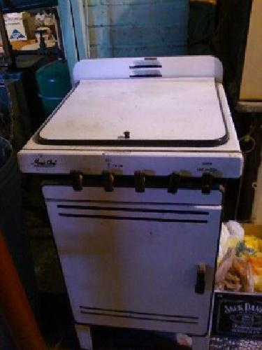 $150 MAGIC CHEF PROPANE/GAS STOVE/OVEN 1950\'s, Small apartment size ...