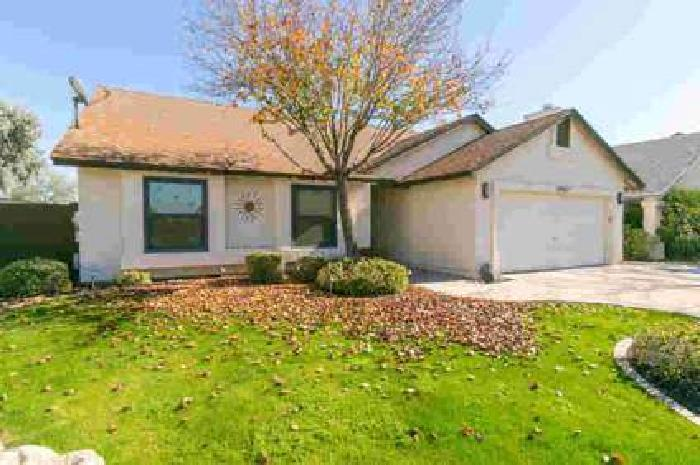 15821 N 39TH Place Phoenix Three BR, Charming family home for
