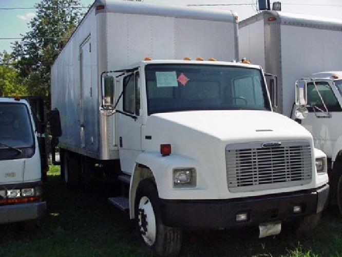 $15,200 2001 Freightliner FL70 26 x 102 wide CDL truck
