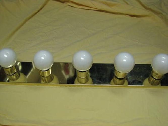 15 bathroom light fixture 5 globe bulb outlet vanity - Bathroom lighting with built in outlet ...