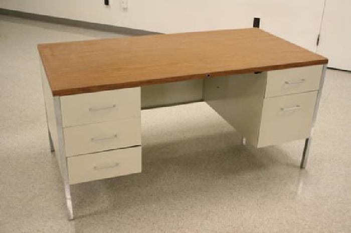 170 steel case 32021 white metal desk wood top 5 draws for sale in liverpool new york. Black Bedroom Furniture Sets. Home Design Ideas