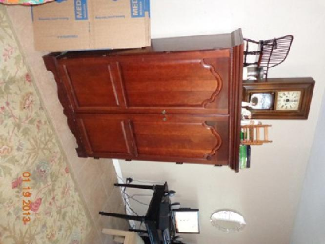 $175 OBO Computer/Tv armoire