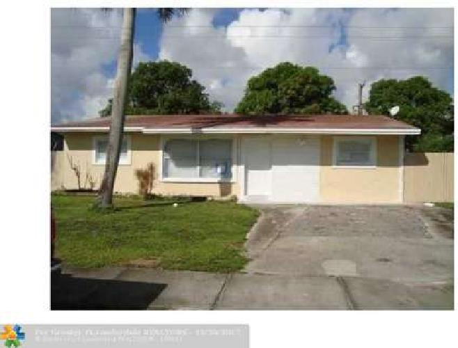 1841 NW 2nd Ter Pompano Beach, Updated home that boasts 5
