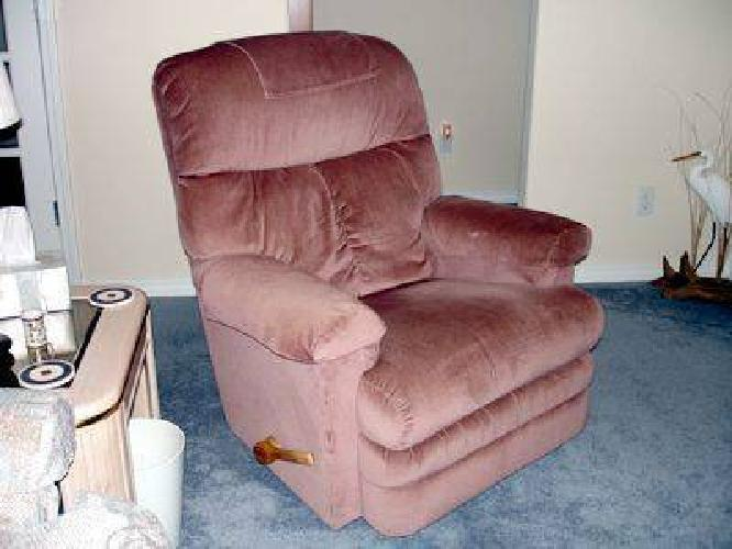195 Great Condition Rose Colored Lazy Boy Swivel Recliner