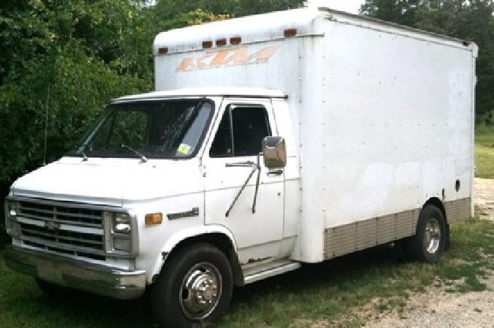 1984 GMC Vandura Box Truck