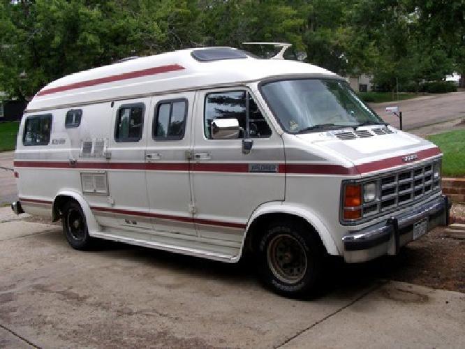 1987 19 ft. Dodge Ram XtraVan Explorer (Camper Van)