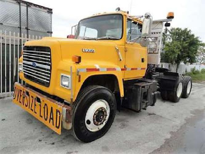 1992 Ford L9000 Conventional - Day Cab