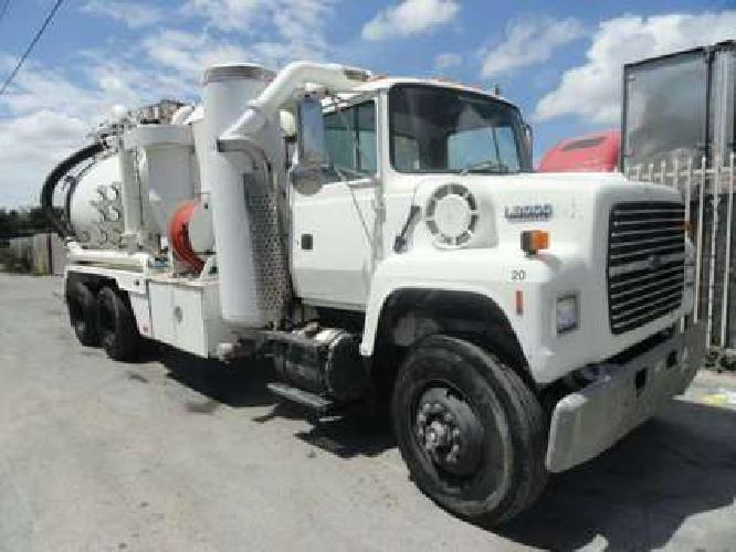 1994 Ford LNT8000 Keith Huber King Vac Wet/Dry vacuum truck