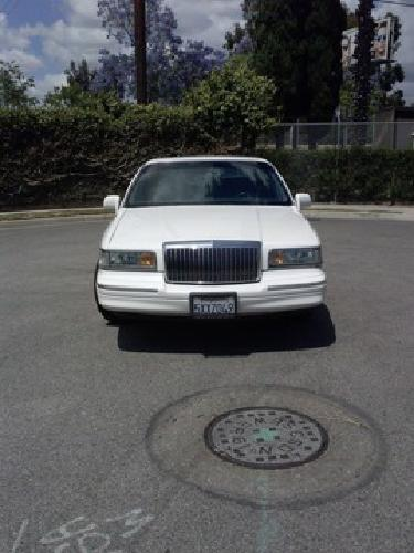 1995 Lincoln Towncar Executive Series Clean For Sale