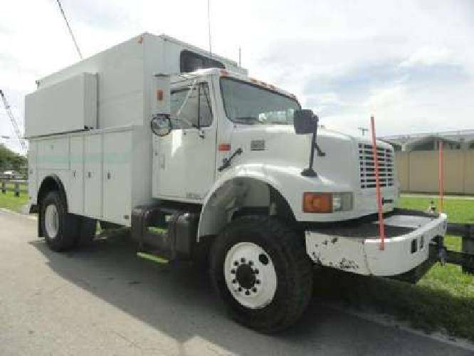 1999 International 4800 Enclosed Utility Truck
