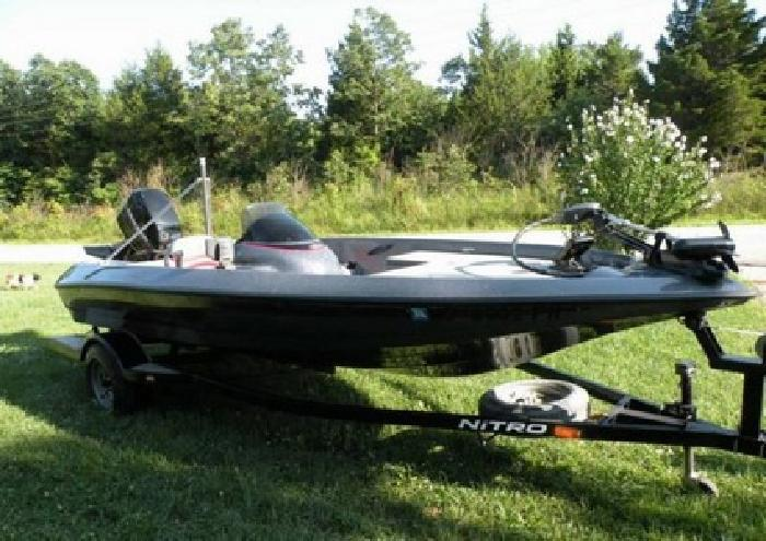 1999 Nitro Tracker 640 LX Boat