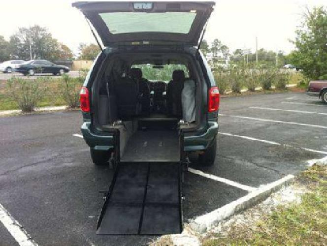19 500 2007 chrysler town country wheelchair for Wheelchair accessible homes for sale in florida