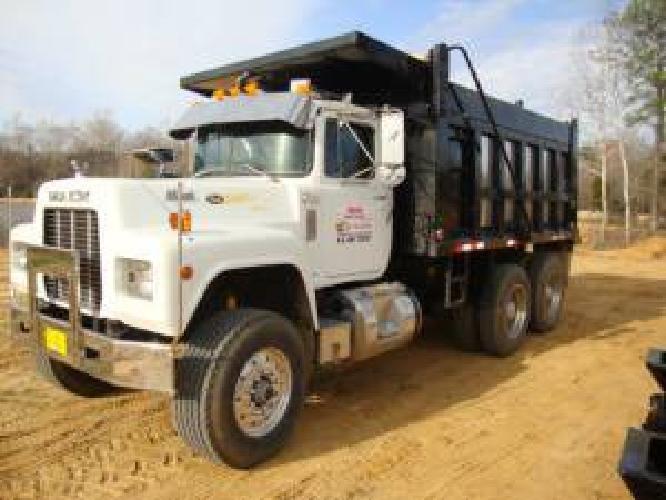 19900 1988 R MODEL Mack Dump Truck CLEAN