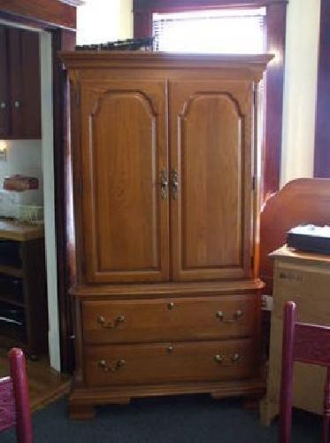 1 000 3 piece bedroom set solid oak sumter cabinet for Bedroom cabinets for sale