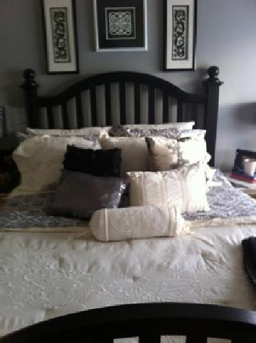 1 000 Bed With Mattress Tv Console Dresser For Sale