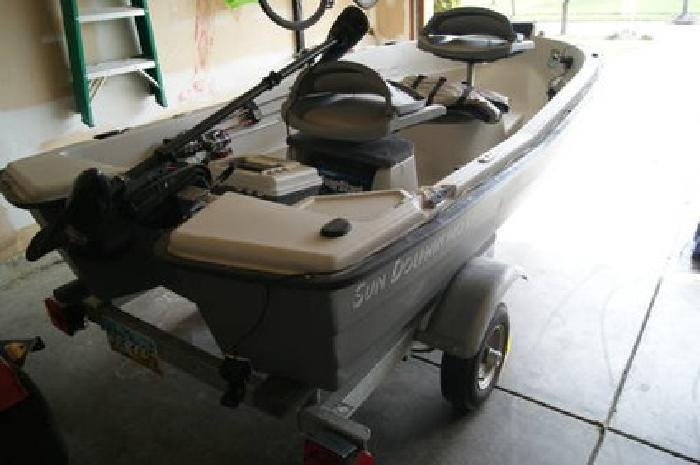 $1,000 Sun Dolphin Pro 110 - 11 ft - Two Person Boat for sale in