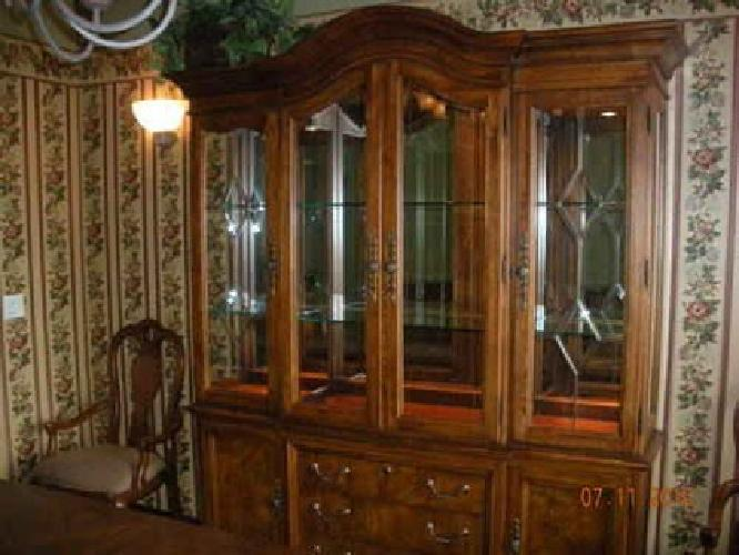 1025 Thomasville British Gentry China Cabinet