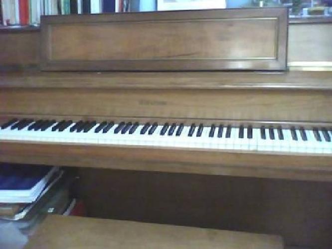 $1,100 Console Piano