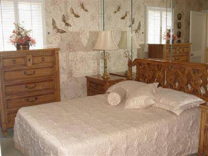 1150 thomasville bedroom set excellent condition for for Bedroom furniture sets tampa fl