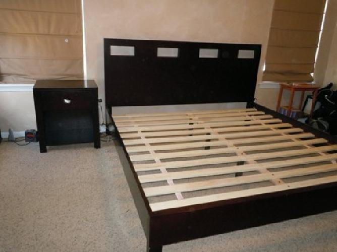 $1 250 King size bedroom set bed dresser mirror and