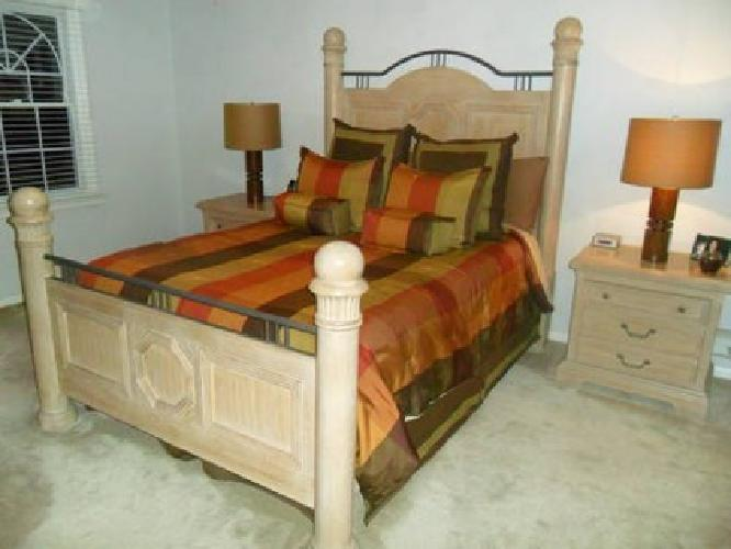 $1,250 Lexington 5 Piece Queen Size Oak Bedroom Set