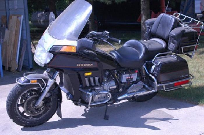 $1,500 1984 Honda gold wing aspencade 1200cc motorcycle
