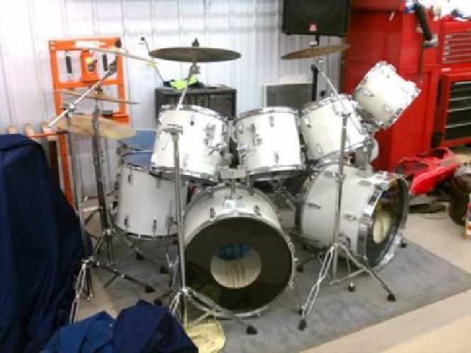 1 500 tama rockstar drum set 9 piece double bass w cymbals for sale in little falls minnesota. Black Bedroom Furniture Sets. Home Design Ideas
