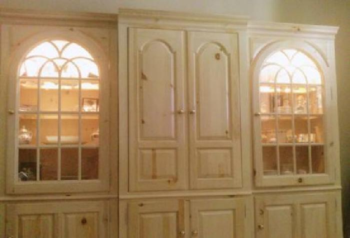 1 500 Thomasville 3 Piece Media Curio Cabinet For Sale In