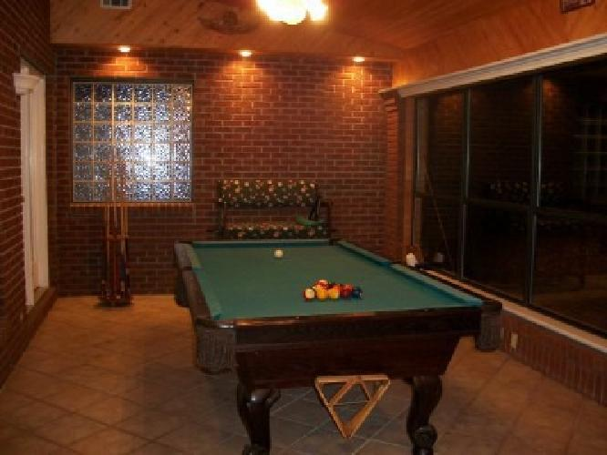 ' Gandy Pool Table and Accessories in Warner Robins, Georgia For Sale