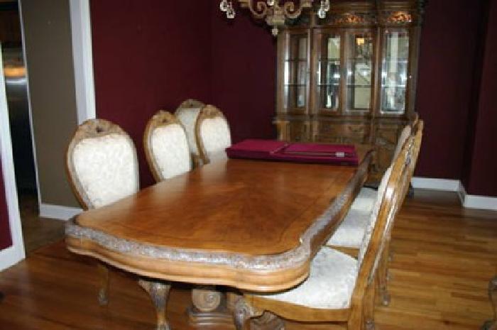 $1,600 Dining Room Set - Michael Amini (ALCO) \