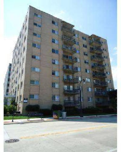 1 Bed - Edgewater Real Estate Milwaukee Apartments