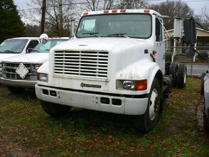 2000 International 4700 Cab and Chassis
