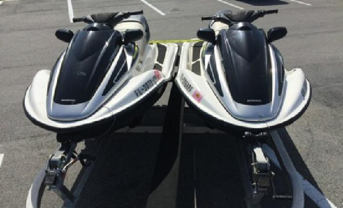 ,,2004 Honda (2) Aquatrax Turbo,, Jet Skis///