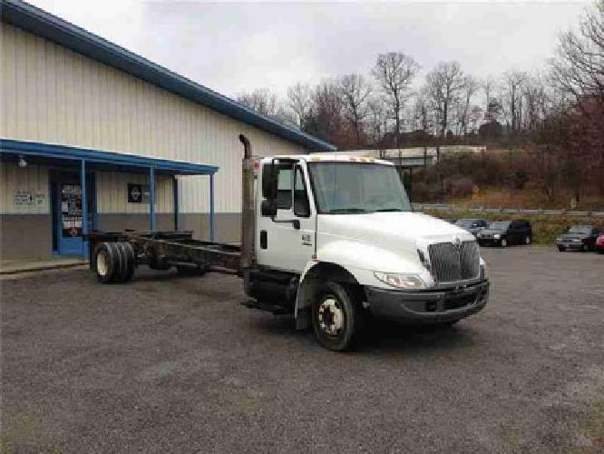 2005 INTERNATIONAL 4200 Cab Chassis Truck