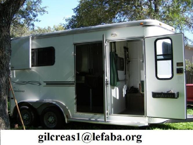 2005 Sundowner, 777, 2 Horse trailer with dressing room